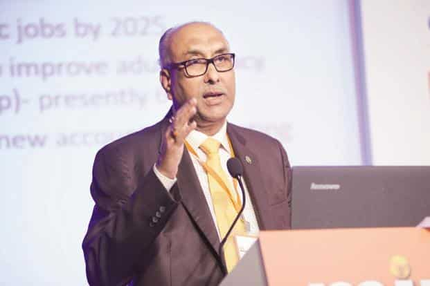RBI deputy governor S.S. Mundra also called on banks to consider the disruption possible through blockchain technology. Photo: Abhijit Bhatlekar/Mint