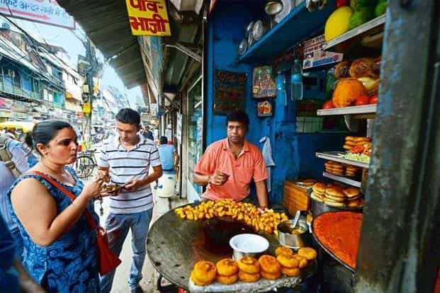 There is no way of verifying the presence of trans fats in street food items. Photo: Pradeep Gaur/Mint