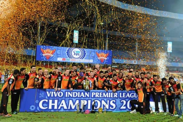 Sunrisers Hyderabad team poses for a photograph as the players celebrate their victory against Royal Challengers Bangalore after the trophy presentation in the IPL final in Bengaluru. Photo: AFP