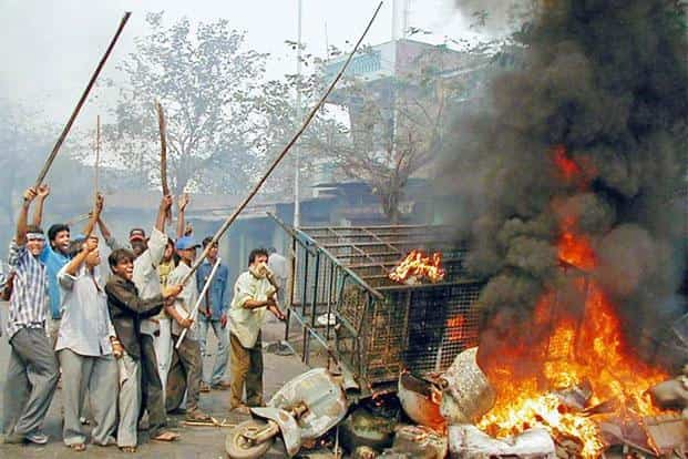 Rioters on the streets of Ahmedabad on 28 February 2002. Photo: Reuters