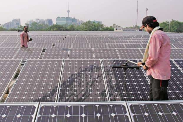 India crossed 26.8GW of wind and 7.6GW of solar power installed capacity in May 2016. Photo: Bloomberg