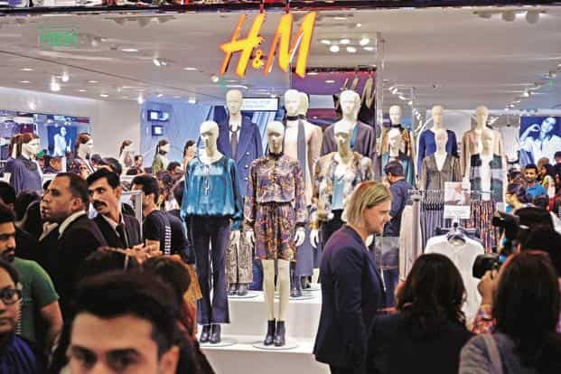 27840b4dc1 ... H&M had 3,970 stores as of 29 February and plans to open 425 more