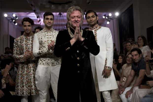 Indian designer Rohit Bal (2nd right), receives applause at the end of his show at the India Couture Week 2016 in New Delhi, on 24 July, 2016.  Photo:Tsering Topgyal/AP
