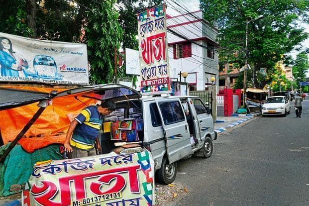 A Maruti Suzuki Omni van selling stationery in Kolkata. Indranil Bhoumik/Mint