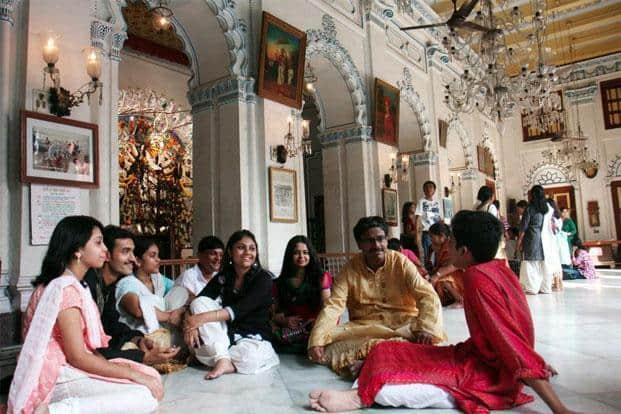 What does Goddess Durga feast on at 'Bonedi Barir Pujo'?