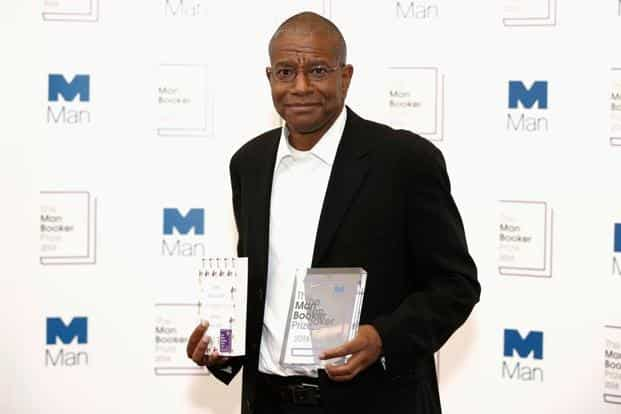 (Above) Winner of the 2016 Man Booker Prize Paul Beatty poses with his novel 'The Sellout' at The Guildhall on Tuesday in London. 'The Sellout', a biting satire on race relations in the US, is the 54-year-old's fourth novel. Beatty is also the first American to win the prestigious award. Photos: John Phillips/Reuters