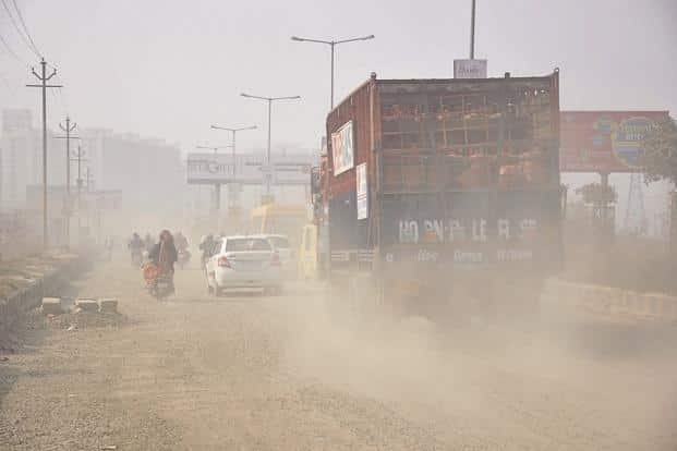 According to the pollution control board, vehicle emission and dust accounts for a total of 62% (vehicles 42% and dust 20%) of the total pollution in Bengaluru. Photo: HT