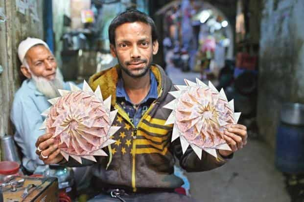Muhammed Sadiq uses various techniques to make a garland of notes. Photographs by Mayank Austen Soofi