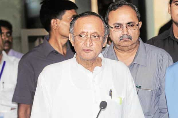 According to the public articulations of two of the most vocal critics, including West Bengal finance minister Amit Mitra, the surprise move to demonetise high-value currencies by the Union government has revived a trust deficit between the centre and states. Photo: Indranil Bhoumik/Mint