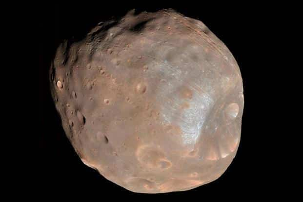 Phobos, the largest of Mar's two moons. Nasa regularly monitors MAVEN's path for potential collision with Phobos. Photo: Reuters