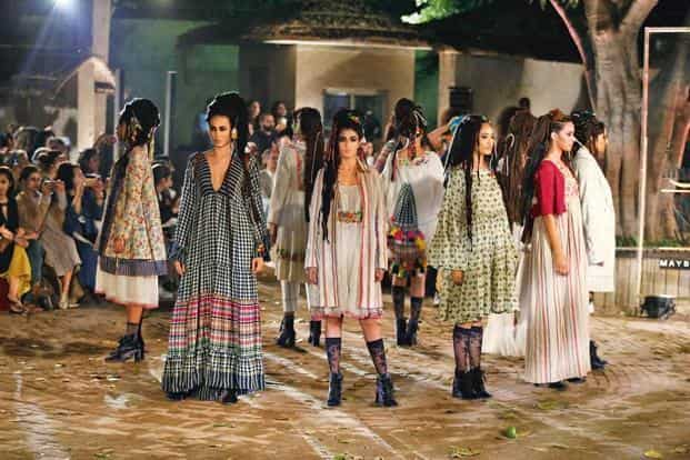 99e69758089fe ... The péro Autumn/Winter 2017 show at the National Crafts Museum in Delhi.