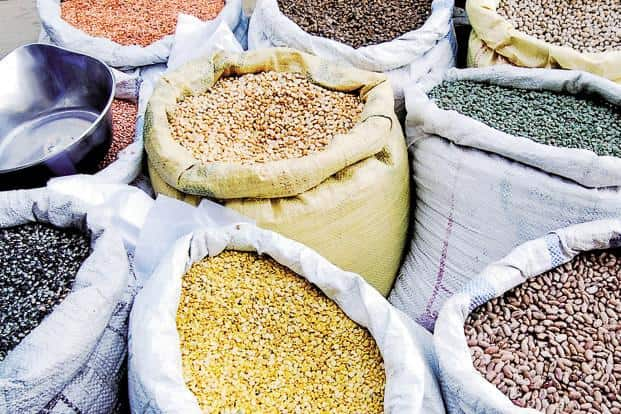 The sharp slowing of retail inflation in April, mainly due to fall in food prices, has taken most economic forecasters by surprise. Photo: Pradeep Gaur/Mint