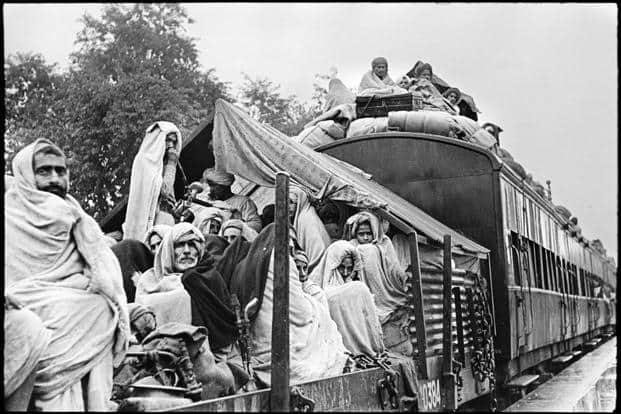 A Muslim refugee train from Delhi to Lahore, Pakistan, passing through Kuinkshaha station, Kuinkshaha, North India. Courtesy: Henri Cartier-Bresson/Magnum Photos