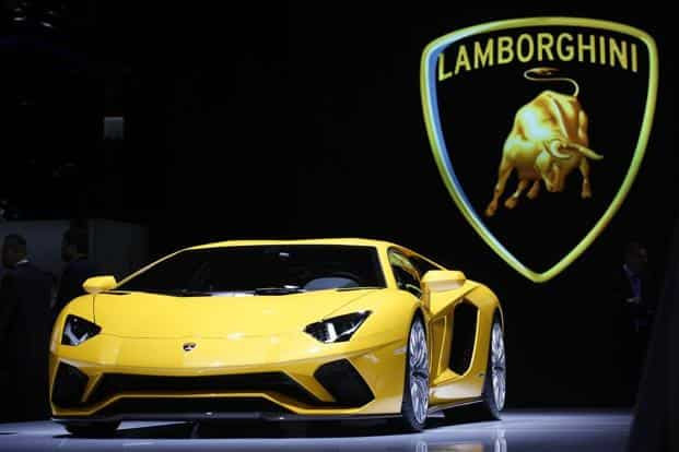 The New 422 000 Lamborghini Aventador Steers Like A Garbage Truck