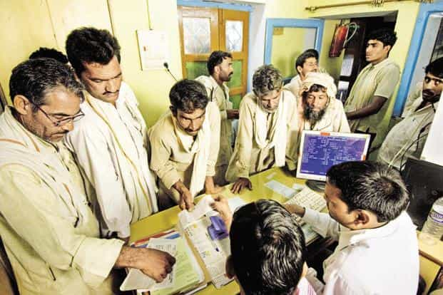 Of more than 10,000 forms filed so far by farmers at the facilitation centres, nearly 7,000 are offline applications. Photo: Hindustan Times