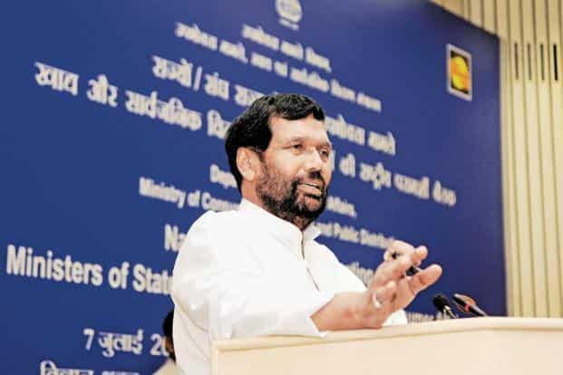 File photo of consumer affairs minister Ram Vilas Paswan, who announced that on packaged commodities the industry can display revised MRP due to GST implementation till 31 December. Photo: Sonu Mehta/ Hindustan Times