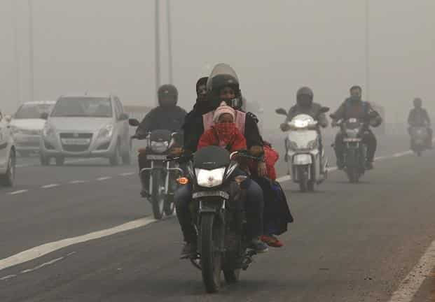 People commute on a smoggy morning in New Delhi on Thursday. Photo: Reuters