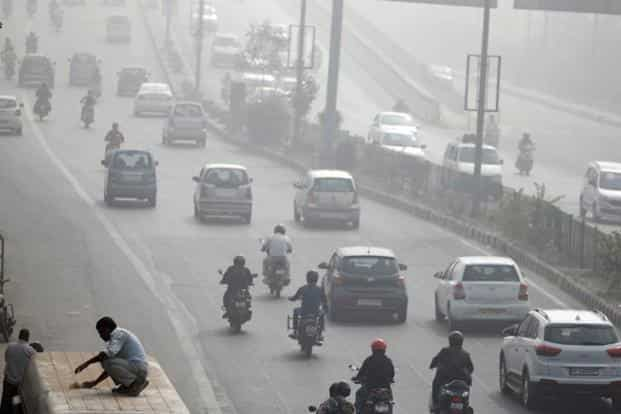 The air quality index remained in the 'severe' category for the fourth consecutive day, but the volume of PM2.5 and PM10 looked well on course to drop below the emergency level which calls for measures such as odd-even. Photo: Reuters