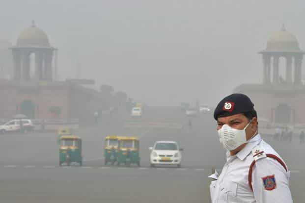 Delhi has been experiencing dense smog for about a week. Photo: PTI
