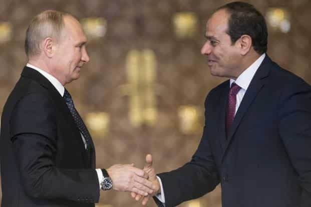 Russia's President Vladimir Putin (L) shakes hands with Egypt's President Abdel Fattah al-Sisi after a news conference in Cairo, Egypt on Monday. Photo: Reuters