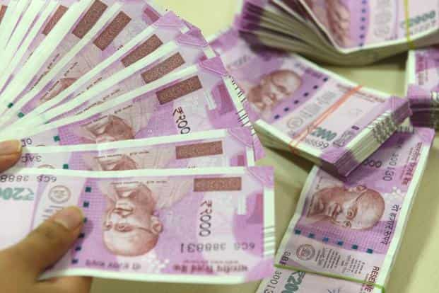 The SBI report said it is safe to assume that Rs2,463 billion may be on the lower side as the RBI must have printed notes of small denomination in the interregnum (Rs50 and Rs200). Photo: Hemant Mishra/Mint