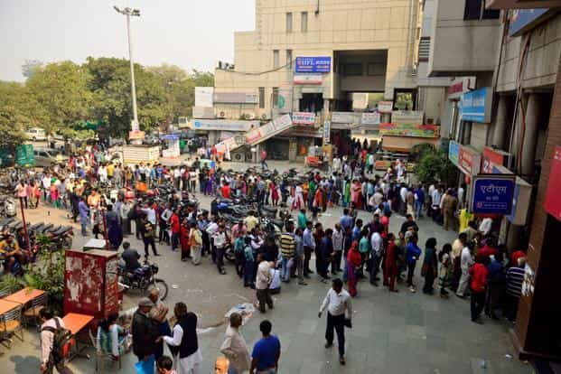 People wait for their turn to withdraw cash outside banks, days after demonetization was announced on 8 November 2016. Photo: Pradeep Gaur/Mint