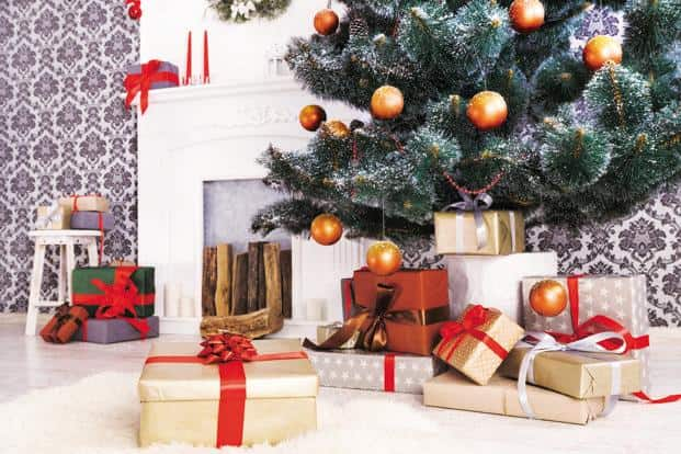 During Christmas, giving cash is sometimes seen as socially inappropriate, which is why some people opt for gift cards. Photo: iStockphoto