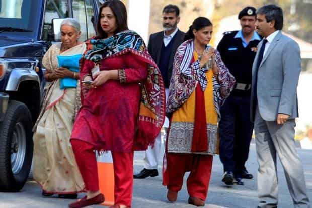 Former Indian navy officer Kulbhushan Jadhav's mother Avanti (L) and wife, Chetankul, (3rd R) arrive to meet him at ministry of foreign affairs in Islamabad, Pakistan on Monday. Photo: Reuters