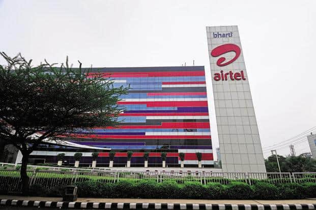 UIDAI allowing Airtel to conduct Aadhaar-based e-KYC is aimed at facilitating the linking of Aadhaar with mobile SIMs, deadline for which is also 31 March. Photo: Pradeep Gaur/Mint