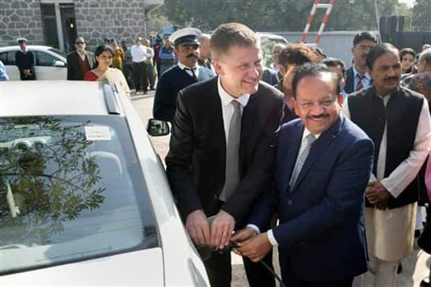 Minister of environment & forests Harsh Vardhan and UN environment executive director and under secretary general Erik Solheim in Noida on Monday. Photo: PTI
