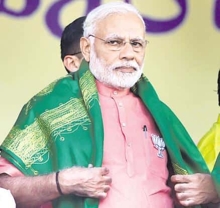 PM Narendra Modi sported a green stohl, a symbol associated with farmer activism in Karnataka, at the BJP rally in Davangere. Photo: PTI