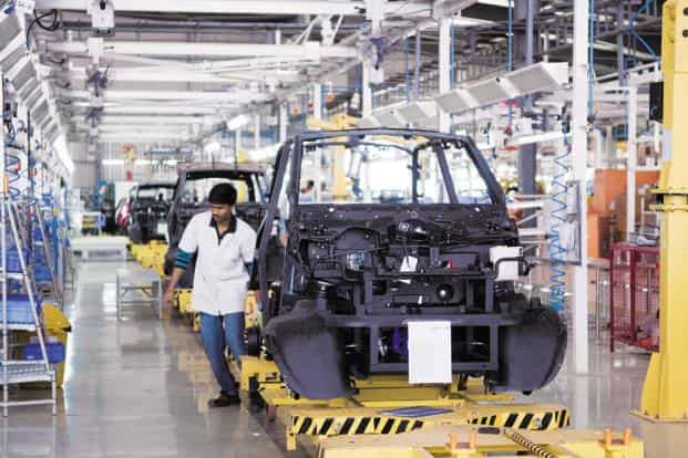 File photo. In the manufacture of motor vehicles workers employed as contract labour are now 45.9% of total workers employed. Photo : Aniruddha Chowdhury/Mint