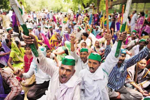 The farmers are demanding complete farm loan waiver, a guaranteed farmer income and pension and higher MSP for crops. Photo: Pradeep Gaur/Mint