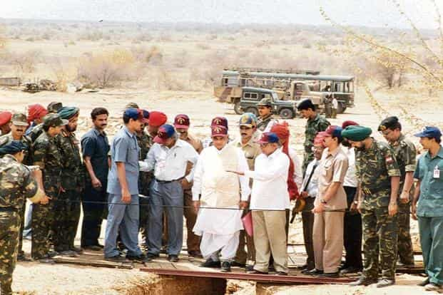 Atal Bihari Vajpayee (centre) in Pokhran after the nuclear tests in 1998. Photo: HT