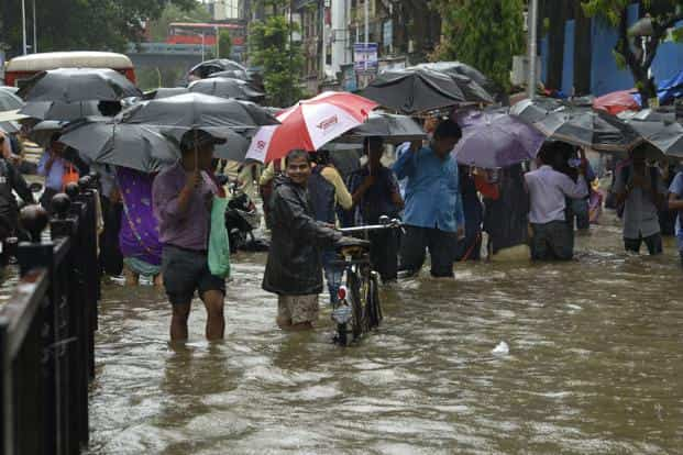 The continuous downpour in Mumbai resulted in waterlogging, leading to traffic jams across the city. Photo: Abhijit Bhatlekar/ Mint