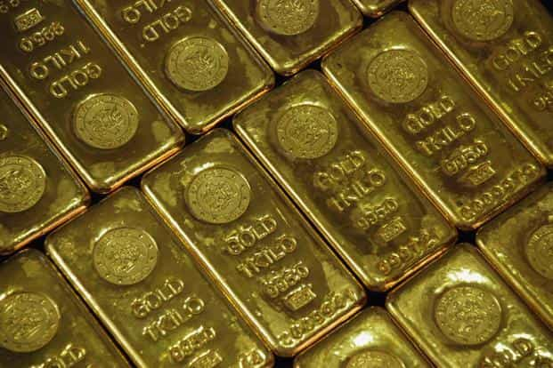 A weaker dollar, in which gold is priced, has helped the precious metal recover from a more than 1-1/2-year low hit last week. Photo: Reuters