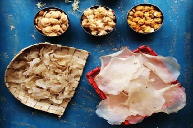 'Sandge' (lentil dumplings) and 'sal 'papdya' (rice 'papad')