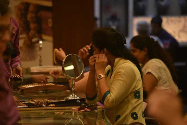 Gold weekly price review: Wedding season fails to cheer up bullion