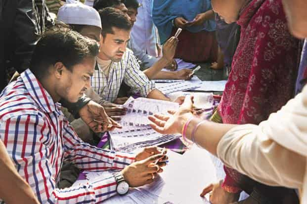A substantial section of the Indian electorate decides whom to vote for during the campaign period or just on the eve of voting. Photo: Ramesh Pathania/Mint