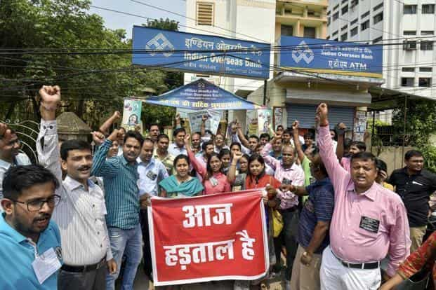 Banks will be closed on 21st and 26th of this month due to a strike call by two union bodies. Both the union bodies have put out similar demands — better pay and calling off the proposed merger of Bank of Baroda, Vijaya Bank and Dena Bank. Photo: PTI
