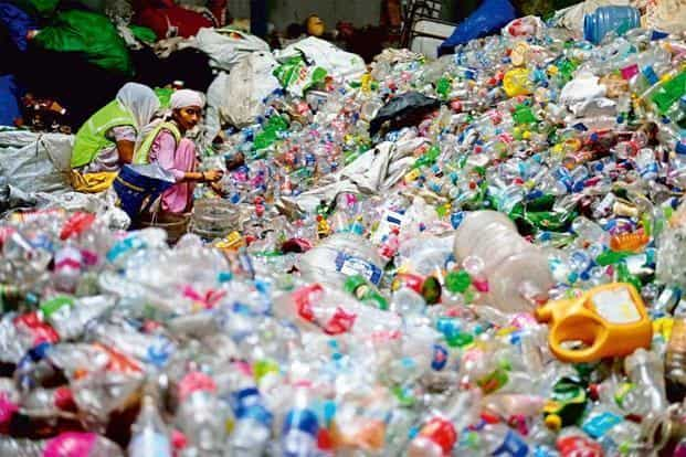 The Tamil Nadu Pollution Control Board has listed 14 banned plastic products. Photo: Pradeep Gaur/Mint