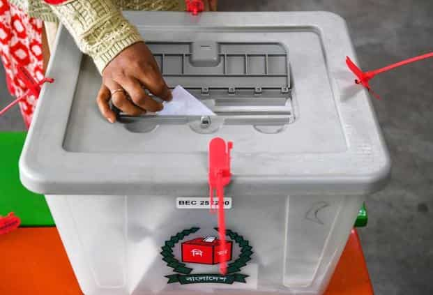 A Bangladeshi woman drops her ballot paper off in a box at a polling station in Dhaka. Photo: AP