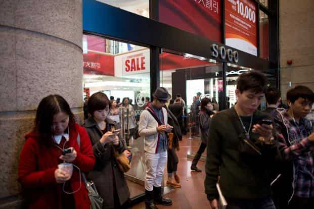 If a recent survey by GroupM is anything to go by, three-quarters of China's digital buyers prefer to shop online as opposed to in traditional shops. Photo: Bloomberg